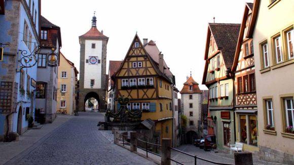 http://raympoon.playgroundhk.com/photo/rothenburg/rothenburg.jpg