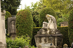 http://raympoon.playgroundhk.com/video/cemetery01.jpg