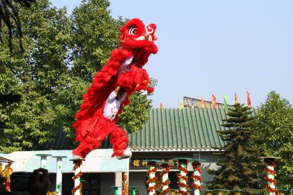 http://raympoon.playgroundhk.com/video/lion_dance.jpg